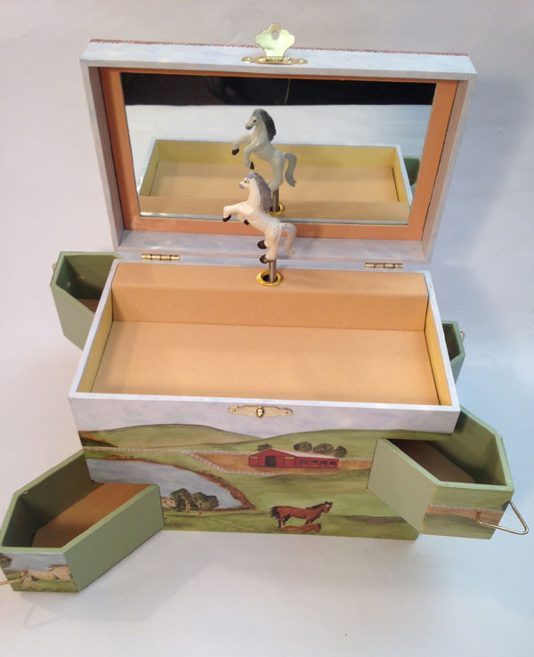 hideaway horse musical jewelry box 2